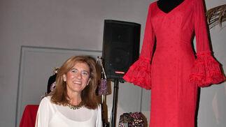 Loli Castallo, de Nuevo Montecarlo, con el diseño en rojo presentado.  Foto: Victoria Ramírez