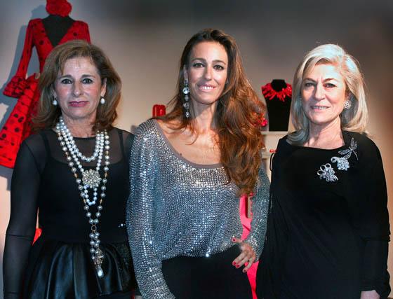 En los extremos, Sabina y Ada García Redondo, con Sabina Castilla, de Sabina.  Foto: Victoria Ramírez