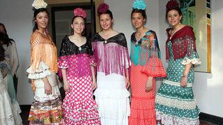 Teresa Tejedor, Blanca Carvajal, Lucía Román, Leticia Muñoz y Ana Fernández, modelos del desfile.  Foto: Victoria Ramírez