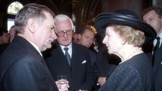 Margaret Thatcher, con el ex presidente polaco Lech Walesa en 1993.  Foto: EFE