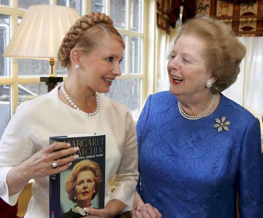 Margaret Thatcher, con la ex primera ministra ucraniana Yulia Tymoschenko en 2007.  Foto: EFE
