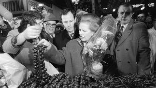 Margaret Thatcher, en un mercado de Budapest en 1984.  Foto: EFE