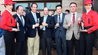 Jesus Caputto y José Argudo (González Byass), Jesús Liaño, director comercial de Viñafiel; y  Vicente Ramos y Manuel Fernández, ambos de Gonzáez Byass.   Foto: Victoria Ramírez