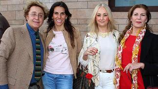 José Víctor Rodríguez Caro (Victorio & Lucchino), la cantante Consuelo Barroso, Mercedes Morón Laguillo, y la pintora Reyes de la Lastra.  Foto: Victoria Ramírez