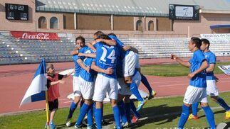 Los azulinos derrotan al filial sevillista (2-1) y regresan a la zona noble de la tabla.  Foto: Rioja
