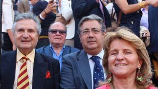 El empresario Rafael Carrión, el alcalde de Sevilla, Juan Ignacio Zoido, y su esposa, Beatriz Alcázar.  Foto: Victoria Ramírez