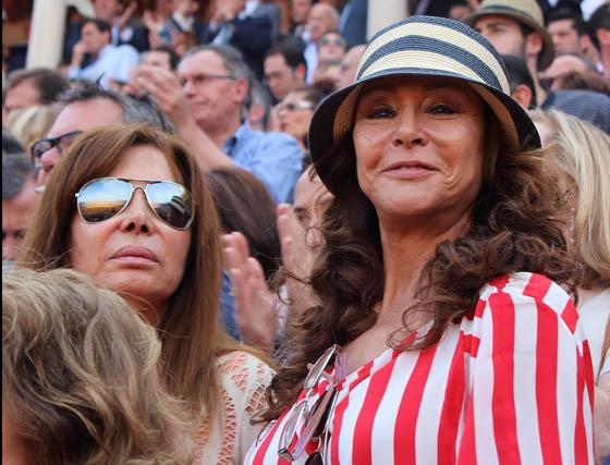 María Ángeles Grajal (derecha) con una amiga.  Foto: Victoria Ramírez