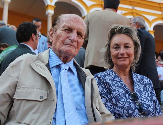 El rejoneador Ángel Peralta y Marien Rizo.  Foto: Victoria Ramírez
