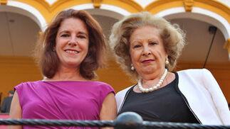 Remedín Vázquez y su madre, Remedín Gago, viuda del torero Manolo Vázquez.  Foto: Victoria Ramírez