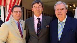 Fernando Seco (Fundación Antares), Santiago León, fiscal de la Real Maestranza, y Ricardo Ríos, presidente de la APC.   Foto: Victoria Ramirez