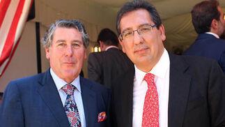 Los presidentes de Migasa, Miguel Gallego, y de la Fundación Cajasol, Antonio Pulido.  Foto: Victoria Ramirez