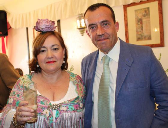 Salud Jiménez Ferrer (Endesa) y Juan Martín-Albo, coronel jefe del Acuartelamiento Aéreo de Tablada.  Foto: Victoria Ramirez