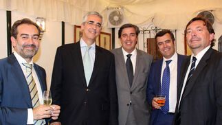 Pablo Velasco y Javier Arias (Valoriza), Francisco Álvaro (Agencia IDEA), Gonzalo Sanmiguel (Valoriza) y Blas Ballesteros, cónsul honorario de Brasil en Sevilla.   Foto: Victoria Ramirez