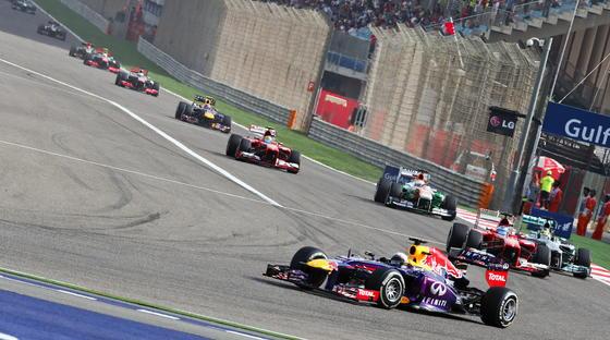Vettel lidera la carrera con Alonso siguiéndolo de cerca. / EFE