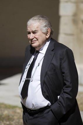 El poeta Antonio Gamoneda, a su llegada a la Universidad de Alcalá de Henares. / EFE