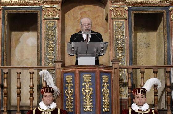 El escritor, durante su discurso. / EFE