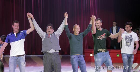 Jugadores de Betis y Sevilla se convierten por un día en animadores en el Gran Circo Mundial.  Foto: Antonio Pizarro