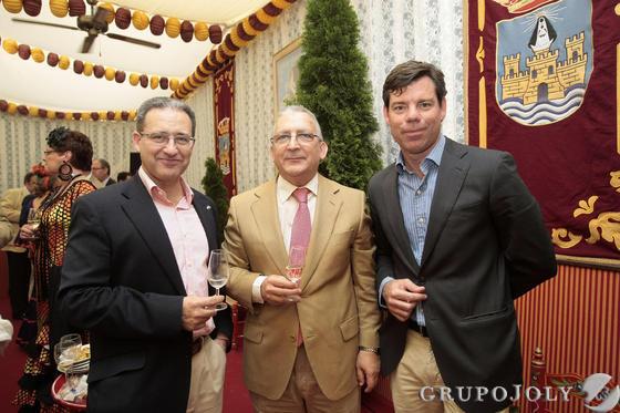 El concejal de Fomento, Jesús González, con el director gerente del CEEI y el responsable de la Cámara de Comercio.  Foto: Fito Carreto