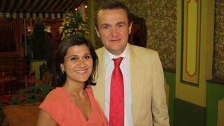 Cecilia Jiménez junto a José Carlos Torres, de Bodegas 501, disfrutando de la noche en el Real.  Foto: Andres Mora - Fito Carreto