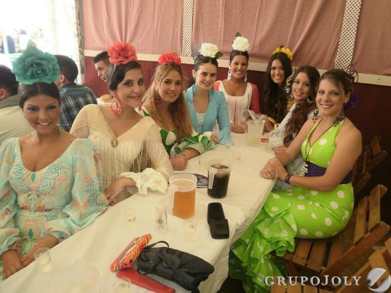 Las finalistas y ganadoras de anteriores ediciones del certamen de Coquineras y Miss Flamenca.  Foto: Andres Mora - Fito Carreto