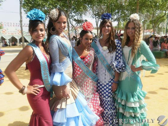 Las ganadoras de la presente edición de Miss Flamenca, disfrutando de una jornada de convivencia en el recinto ferial de Las Banderas.  Foto: Andres Mora - Fito Carreto