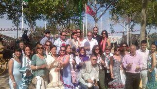 Un grupo de profesores del centro educativo Safa-San Luis, compartiendo una estupenda jornada de Feria en el recinto de Las Banderas.