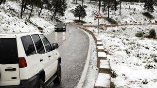 La nieve sorprende a la Sierra en plena primavera  Foto: Ramón Aguilar