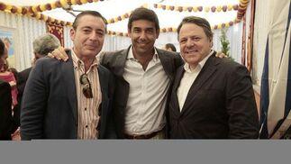 José Enrique Rodríguez, gerente del centro comercial El Paseo, junto a Manuel Romero y José María Tarrago.   Foto: Fito Carreto