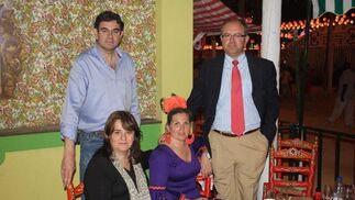 El juez Miguel Ángel López Marchena, Olga Bravo, Encarni Giráldez, y Manuel Roldán.    Foto: Fito Carreto