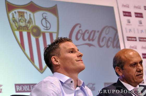 Gameiro, junto a Del Nido durante la presentación. / Manuel Gómez