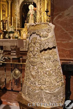 La pieza de bordado de gran valor, realizada por Victoria Caro según un diseño de Ignacio Gómez Millán, ha sido restaurada por los talleres de Charo Bernardino.  Foto: B.Vargas