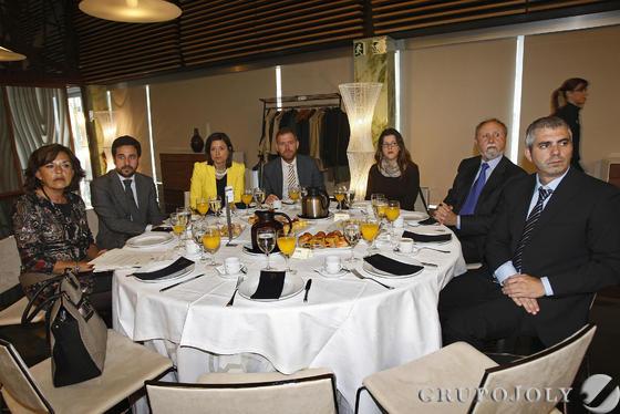 Adoración Herrador, José Vera, Patricia Cavada, Conrado Rodríguez, Natalia Rojo, Manuel Mauri y Juan Manzano.  Foto: Joaquín Pino · Lourdes de Vicente