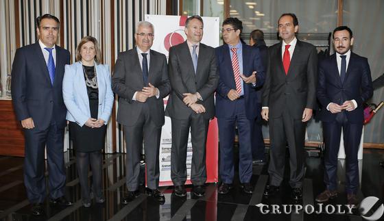 De izquierda a derecha, Rafael Navas,Irene García, Manuel Jiménez Barrios, José Joly, Diego Valderas, Alberto Delgado y Fernando López Gil.  Foto: Julio Gonzalez