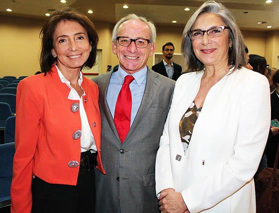 Isabel Aguilera, presidenta del Consejo Social de la Universidad de Sevilla; Beltrán Calvo, presidente del Círculo de Empresarios del PCT Cartuja, y Teresa Sáez, directora general de Cartuja 93.  Foto: Victoria Ramírez
