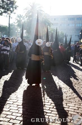 La corporación nazarena del antiguo Humilladero, en la plaza a la que su titular, la Virgen de las Angustias, da nombre.  Foto: Vanesa Lobo