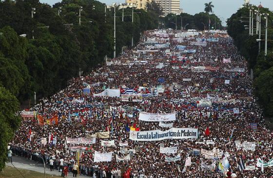Manifestación del Primero de Mayo en Cuba.  Foto: EFE