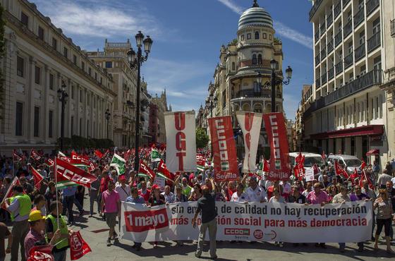 Manifestación del Primero de Mayo en Sevilla.  Foto: EFE