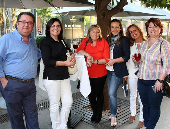 Miguel Martín, Isabel Blázquez, Gloria Moreno; Inmaculada Ruiz y Rocío Navarro, de Restaurante Oriza, y Rafaela Moreno.   Foto: Victoria Ramírez