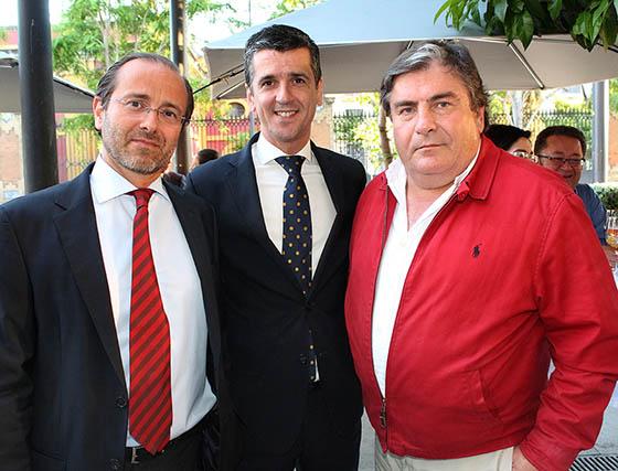 Paco de Haro, Francisco García, maitre del Restaurante Oriza, y Ángel Martín.  Foto: Victoria Ramírez