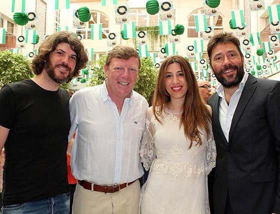 El compositor sevillano Juan Manuel Mantecón, César Cadaval, la cantante Airyn, y Pepe Da Rosa junior, presentador del acto.  Foto: Victoria Ramírez