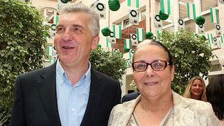 José Manuel Pichel, delegado de la ONCE en la Comunidad Valenciana, y Ángeles Balbuena, vicepresidenta del Círculo Mercantil e Industrial.  Foto: Victoria Ramírez