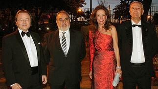 Miguel Jiménez, delegado en Andalucía y Extremadura de Unión Fenosa Gas, con Dionisio Contreras, Elena Antúnez y Enrique Carmona.  Foto: Victoria Ramírez