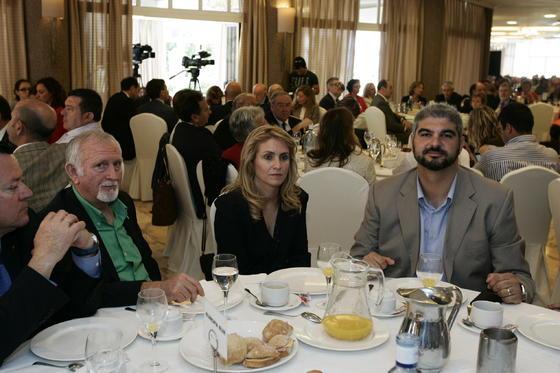 Antonio López Úbeda de la Comunidad de Regnates, Emilia Álvarez y David Cuesta de Multidial  Foto: Javier Alonso / Rafael G.