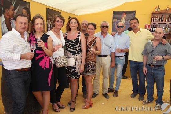 Compañeros del grupo de empresa de Jereyssa, disfrutando de la Feria en la caseta del Diario.  Foto: Vanesa Lobo