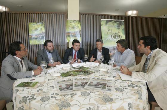 Mesa redonda con todos los ponentes.   Foto: José Martínez