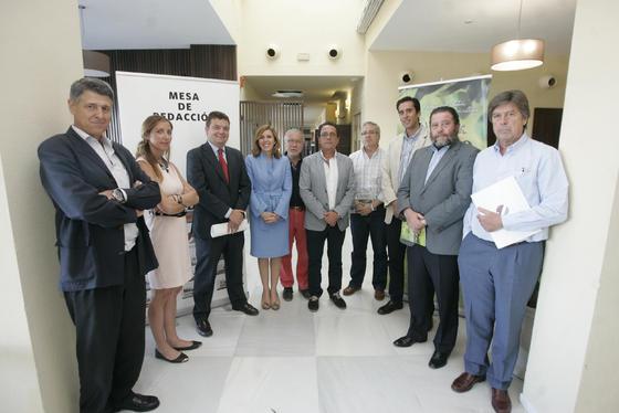 La gerente de 'El Día', Dolores Blanco y el director, Luis.J Pérez-Bustamante, acompañando a los ponentes junto al alcalde de Montoro, Antonio Sánchez Villaverde.   Foto: José Martínez