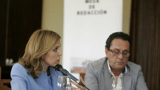 Ana Romero, directora general de calidad de la Junta y José Ramón de la Rosa Román, empresario.   Foto: José Martínez