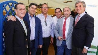 Joaquín Peña, Fernando Marín, Fernando Peña, Ignacio Ros, J. Antonio del Cuvillo, de Grupo Estévez, junto a Miguel González Gagero, director regional de B-Group.  Foto: Vanesa Lobo