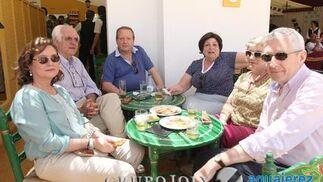 El consejero de Diario de Jerez, Rafael Padilla, acompañado por Manuel Gutiérrez Blanco, Juan Antonio García Ramos, Sara Acuña,  Rocío Domínguez y Paloma Domínguez.  Foto: Vanesa Lobo
