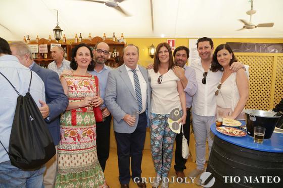 Mamen Abellán, Mauro Torres, Benjamín Sánchez, Raquel Fernández,  junto a Carlos Landín y Genaro Galán, de Zona 956 y Ruth Rivas.   Foto: Vanesa Lobo